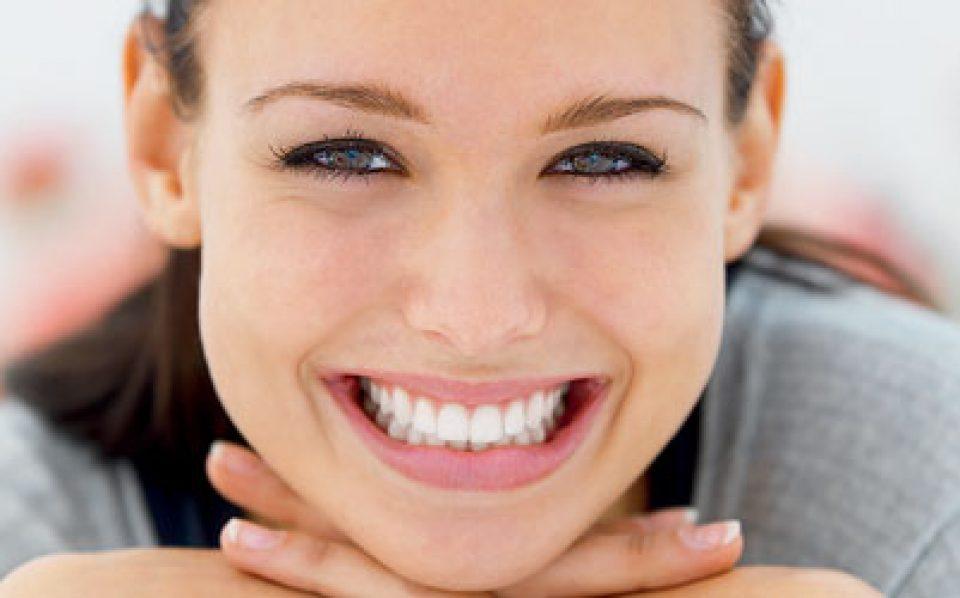 """Na área da Reabilitação Oral, Implantes e Estética Dentária o """"dentista low cost"""" pode ser a mais cara das decisões. Mais vale fazer a Reabilitação por fases ou adiar a mesma do que se meter em trabalhos irreversíveis que vão deixá-lo pior que no início (e com menos dinheiro...)."""