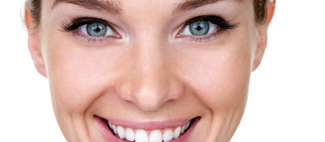 Os pacientes querem endireitar os dentes mas não querem ter que usar Aparelho dentário, com as Facetas de Cerâmica resolve-se em apenas 1 mês!
