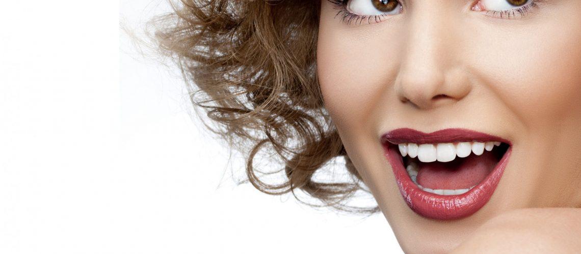Está a pensar colocar implantes dentários? Saiba tudo antes de tomar a sua decisão! O dente natural continua a ser o melhor Implante do Mundo.